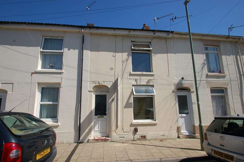 2 Bedrooms Terraced House for sale in Albert Street, Gosport
