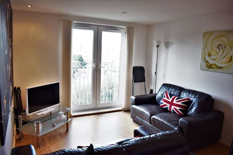 2 Bedrooms Apartment Flat for sale in Platt House, 5 Elmira Way, Salford, M5 3DR