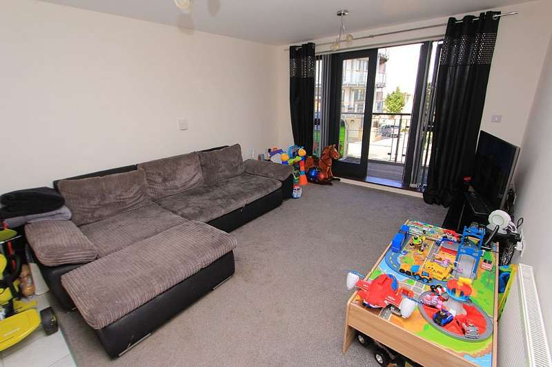2 Bedrooms Apartment Flat for sale in Waterstone Way, Greenhithe, Kent, DA9