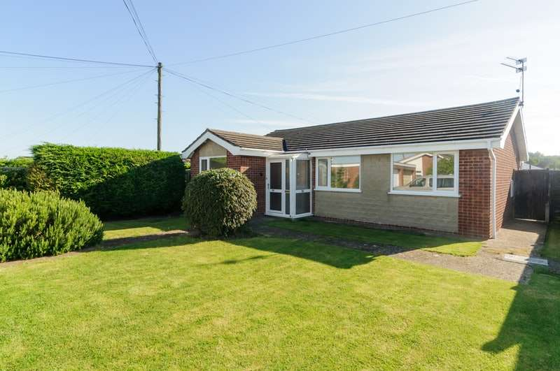 3 Bedrooms Bungalow for sale in Warwick Road , Chapel St Leonards, Skegness, Lincolnshire, PE24