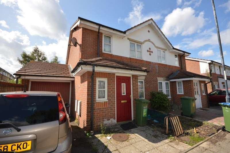 3 Bedrooms Semi Detached House for sale in Lakeside Avenue, Central Thamesmead , London, SE28