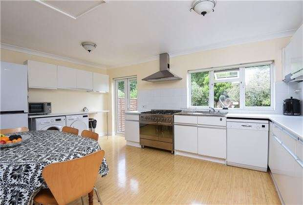 4 Bedrooms Terraced House for sale in Edgehill Road, MITCHAM, Surrey, CR4