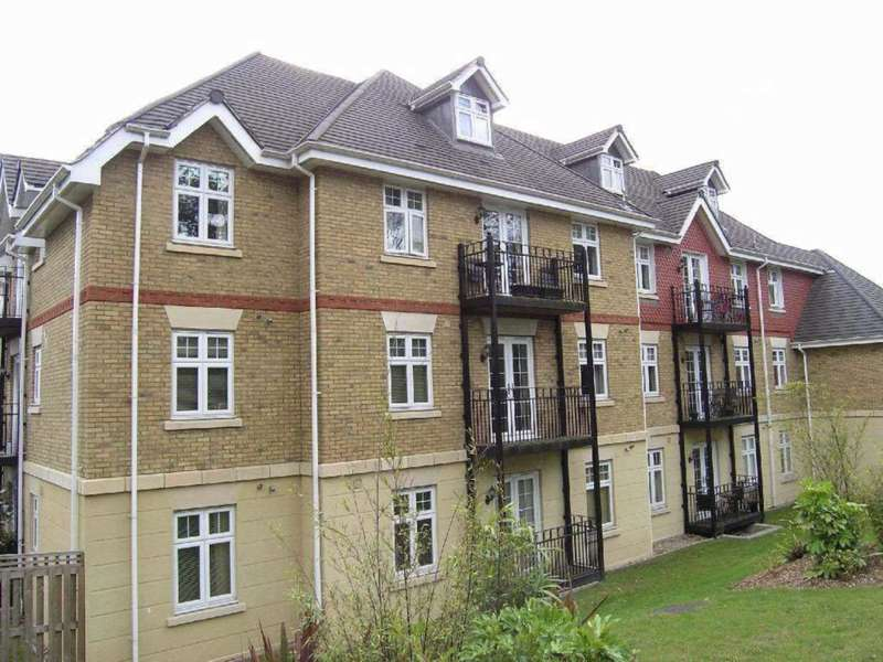 2 Bedrooms Flat for sale in Mayfield Court, Bushey