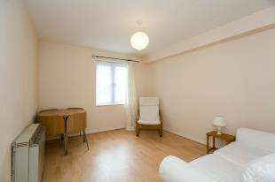 1 Bedroom Flat for sale in Holm Court, Le May Avenue, Grove Park, London