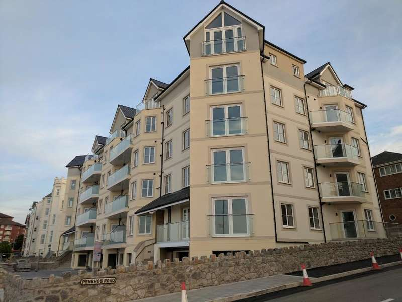 2 Bedrooms Maisonette Flat for rent in West Promenade, Rhos on Sea, Conwy, LL28 4BY