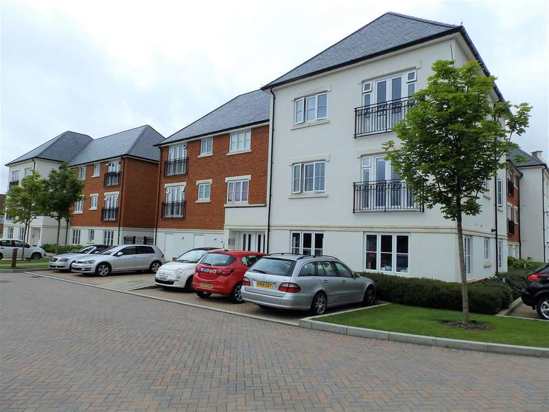 2 Bedrooms Apartment Flat for sale in Longhurst House, Scholars Walk, Horsham