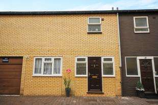 4 Bedrooms Terraced House for sale in Neville Close, London