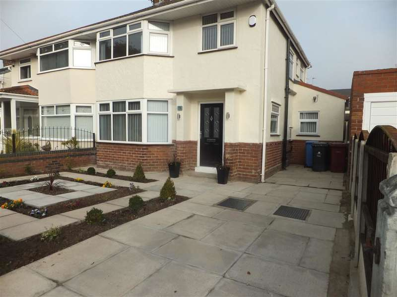 3 Bedrooms Semi Detached House for rent in Oak Road, Huyton, Liverpool