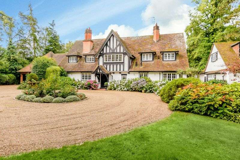 5 Bedrooms Detached House for sale in Chalfont Lane, Chorleywood, Hertfordshire, WD3
