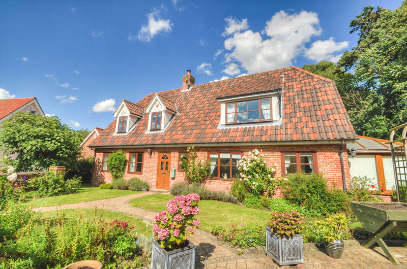 3 Bedrooms Detached House for sale in Larks Rise, Halesworth