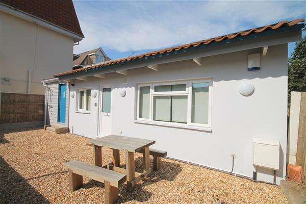 2 Bedrooms Flat for rent in Sea Road, Bournemouth