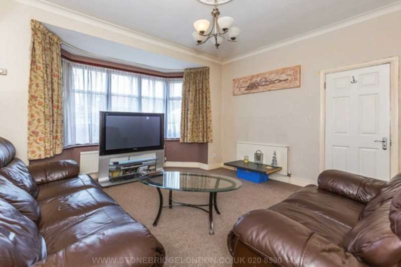 4 Bedrooms Terraced House for sale in Eastern Avenue, Ilford, IG2