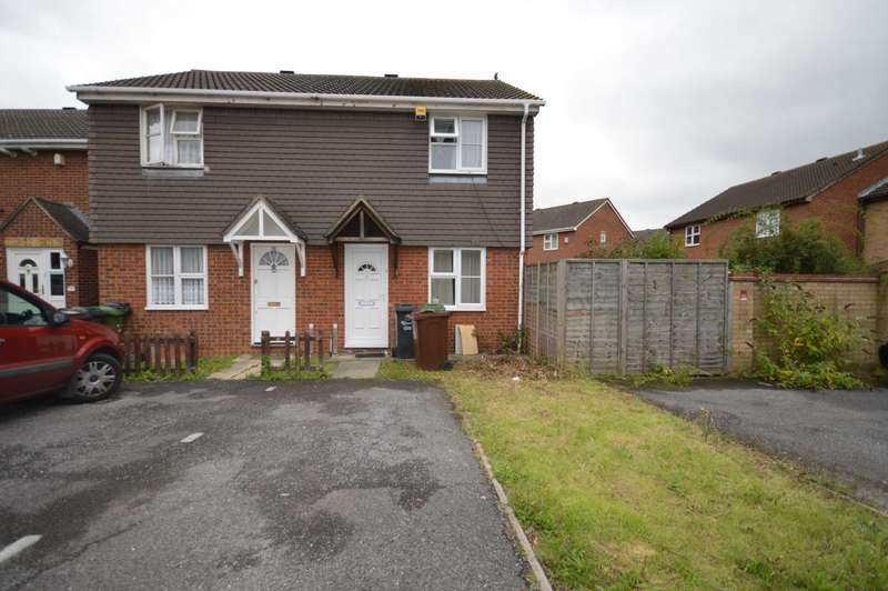 2 Bedrooms Semi Detached House for sale in Wright Close, Dagenham
