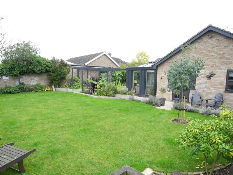 3 Bedrooms Detached Bungalow for sale in Sun Road, Broome, Bungay