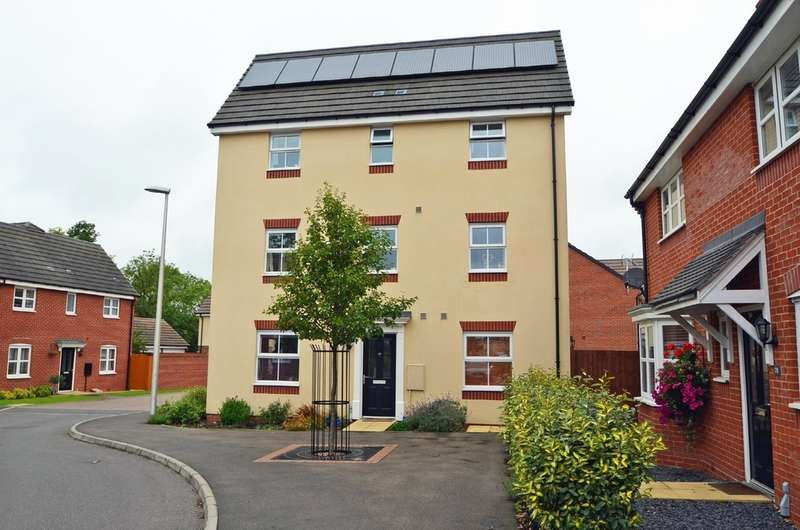 4 Bedrooms Town House for sale in Teeswater Close, Long Lawford, Rugby