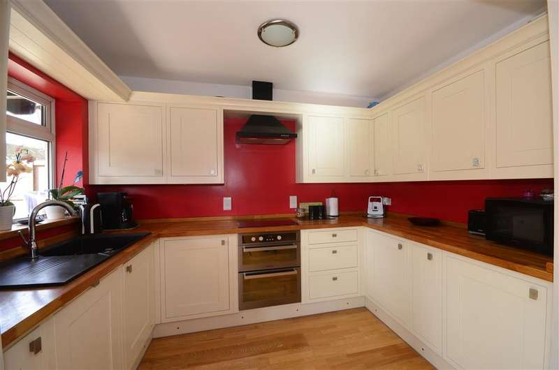 5 Bedrooms Detached House for sale in Viking Way, Pilgrims Hatch, Brentwood, Essex