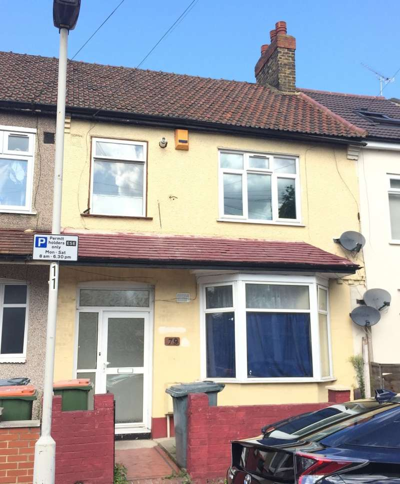 2 Bedrooms Ground Flat for sale in Ground Floor Flat, Charlemont Road, East Ham, London, E6 6HD