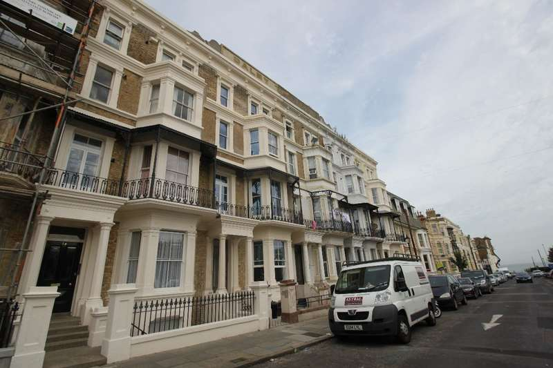 2 Bedrooms Flat for sale in Dalby Square
