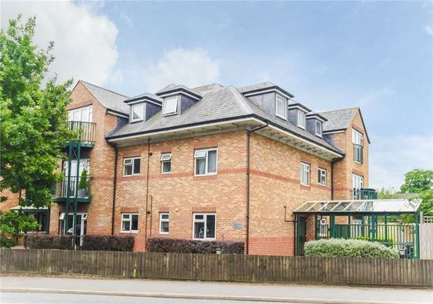 1 Bedroom Flat for sale in Flat 10, Aysgarth Place, Church Road, Iver Heath, Buckinghamshire