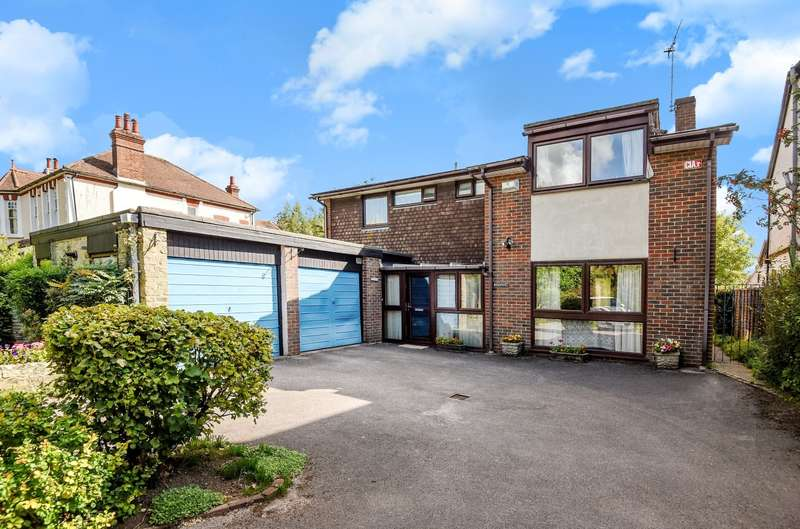 4 Bedrooms Detached House for sale in Lavant Road, Summersdale, Chichester, PO19