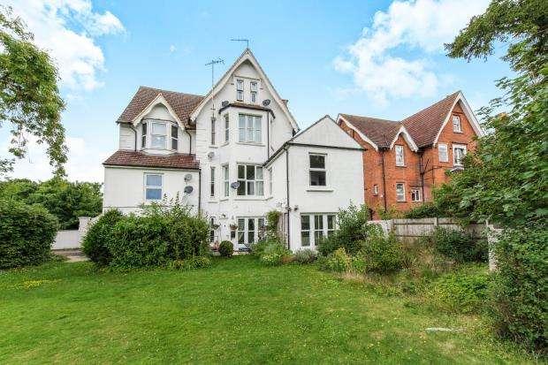 2 Bedrooms Maisonette Flat for sale in Guildford, Surrey