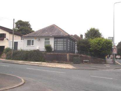 4 Bedrooms Bungalow for sale in New Hall Lane, Ribbleton, Preston, .
