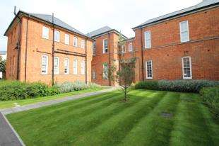 1 Bedroom Flat for sale in Longley Road, Chichester, West Sussex