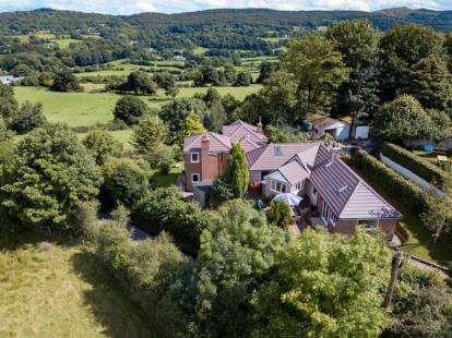 4 Bedrooms Detached House for sale in Bryn Eithin, Tafarn Y Gelyn, Llanferres, Mold, CH7