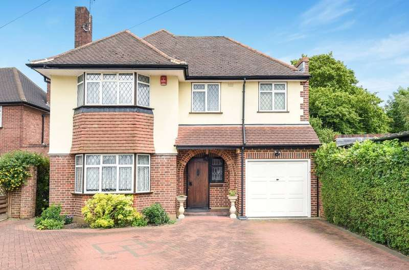 4 Bedrooms Detached House for sale in Cuckoo Hill Drive, Pinner