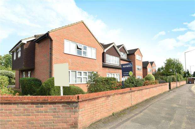 2 Bedrooms Apartment Flat for sale in Sussex House, Victoria Road, Farnham Common