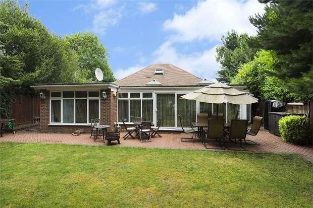 4 Bedrooms Detached Bungalow for rent in Court Road, Ickenham, Uxbridge, Greater London