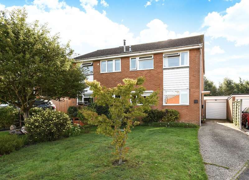 3 Bedrooms Semi Detached House for sale in Freemans Close, Billingshurst, RH14