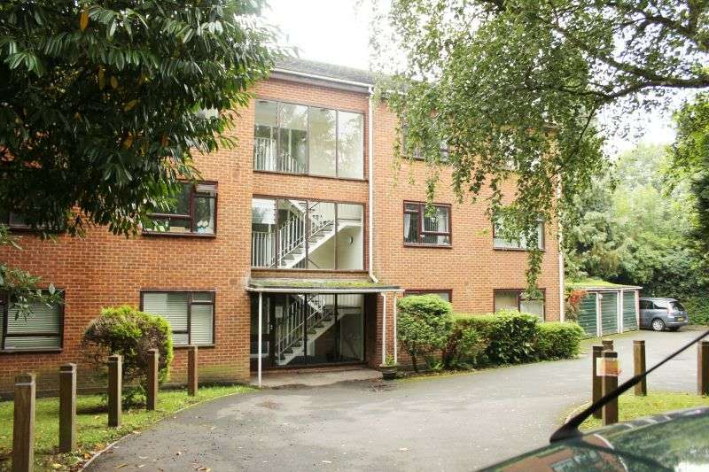 2 Bedrooms Flat for sale in Priory Lodge, Nightingale Place, Rickmansworth, Hertfordshire, WD3