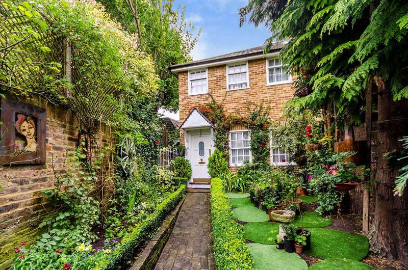 2 Bedrooms House for sale in Thames Street, Hampton, TW12