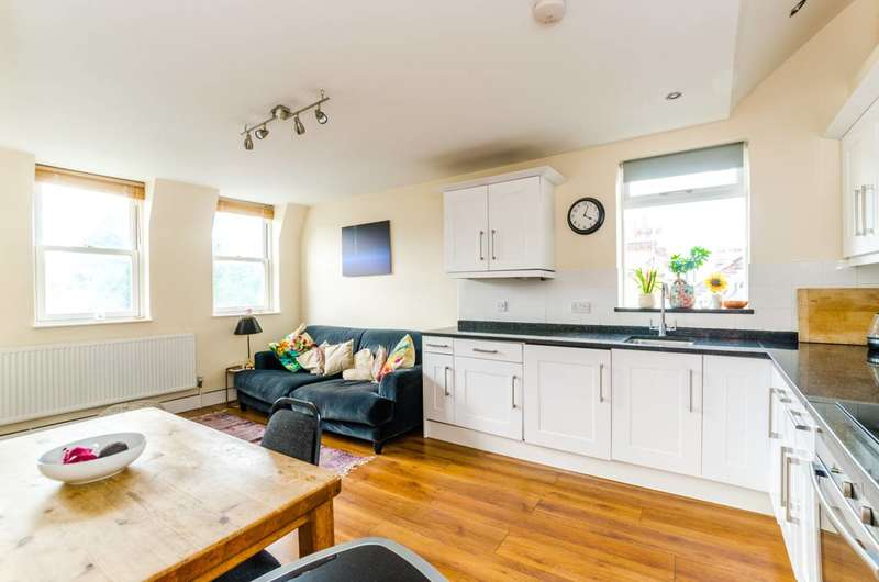 2 Bedrooms Flat for sale in Queens Lane, Muswell Hill, N10