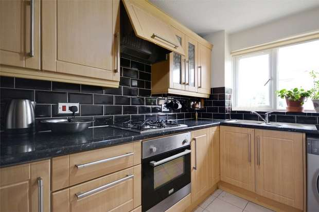 2 Bedrooms Flat for sale in Brewery Close, WEMBLEY, Middlesex