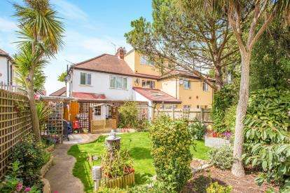 3 Bedrooms Semi Detached House for sale in Dorchester Road, Northolt, Middlesex