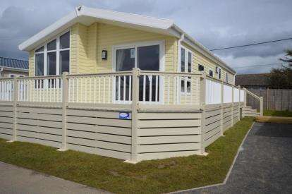 2 Bedrooms Mobile Home for sale in Felixstowe