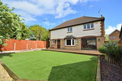 4 Bedrooms Detached House for sale in Shoeburyness, Southend-On-Sea, Essex