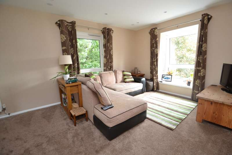 2 Bedrooms Flat for sale in Canford Heath