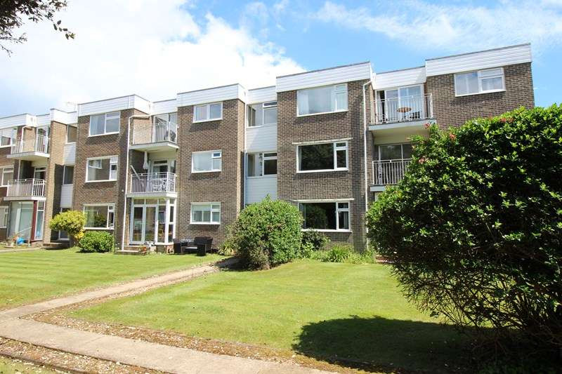 2 Bedrooms Apartment Flat for sale in Rookcliff Way, Milford On Sea, Lymington