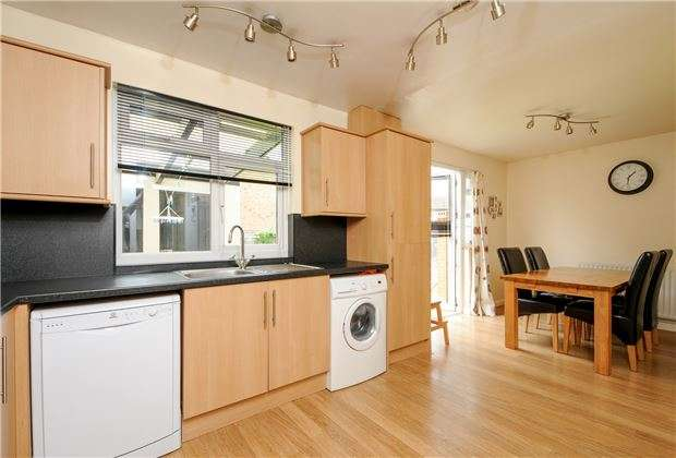 4 Bedrooms End Of Terrace House for sale in Chestnut Grove, MITCHAM, Surrey, CR4