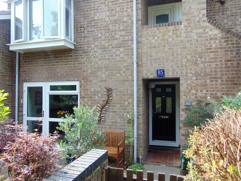 2 Bedrooms Ground Maisonette Flat for sale in Sorrell Bank, Linton Glade, Croydon, CR0 9LX