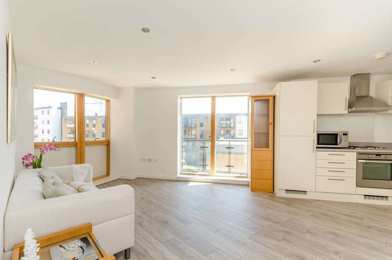 2 Bedrooms Flat for sale in Plough Lane, Wimbledon, SW19