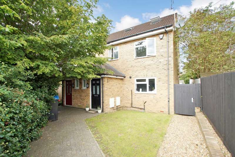2 Bedrooms Semi Detached House for sale in The Holt, Adeyfield, Hemel Hempstead