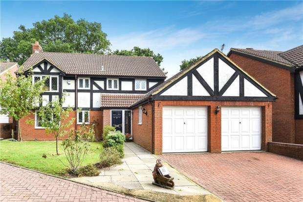 5 Bedrooms Detached House for sale in Fletcher Gardens, Bracknell, Berkshire