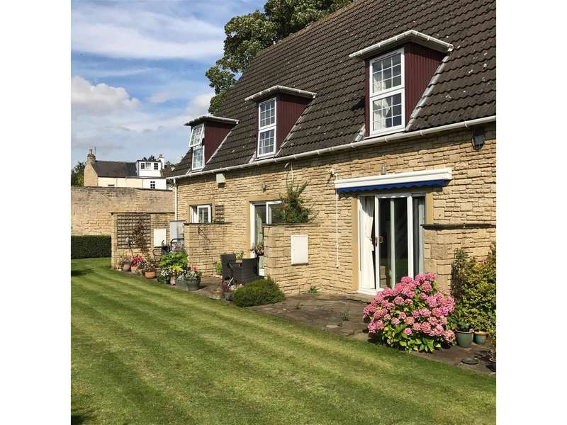 2 Bedrooms Mews House for sale in Hall Mews, Clifford Road, Boston Spa, LS23 6DT