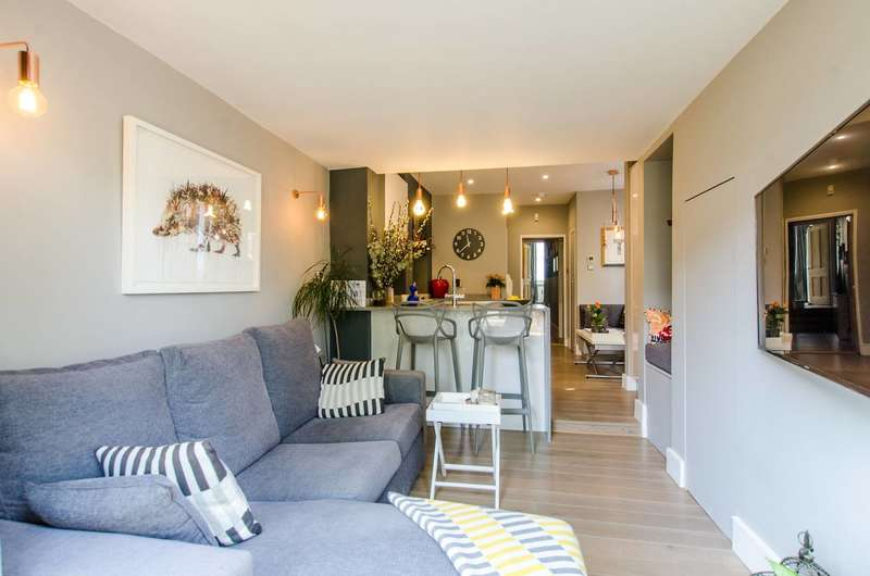 2 Bedrooms Flat for sale in Gilbey Road, Tooting Broadway, SW17