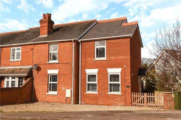 3 Bedrooms Semi Detached House for sale in The Crescent, Darby Green Road, Blackwater