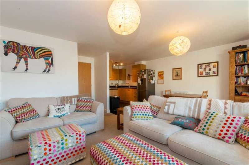 2 Bedrooms Ground Flat for sale in Mawson House, Bradford, BD4 8DJ
